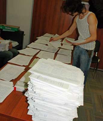 Обработка подписей в поддержку кандидата в президенты РФ Михаила Касьянова. 16 января 2008 года 2 миллиона 67 тысяч подписей в поддержку Касьянова были представлены в Центризбирком РФ.