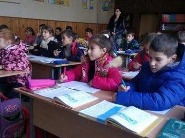 В Башкирии дети сидят на уроках в куртках